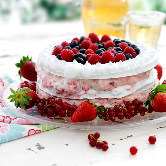 Meringue and berry cake