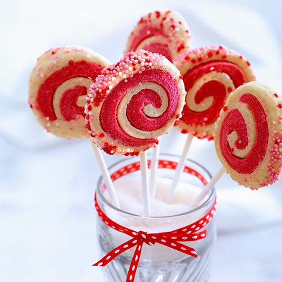 Dizzy biscuit lollipops